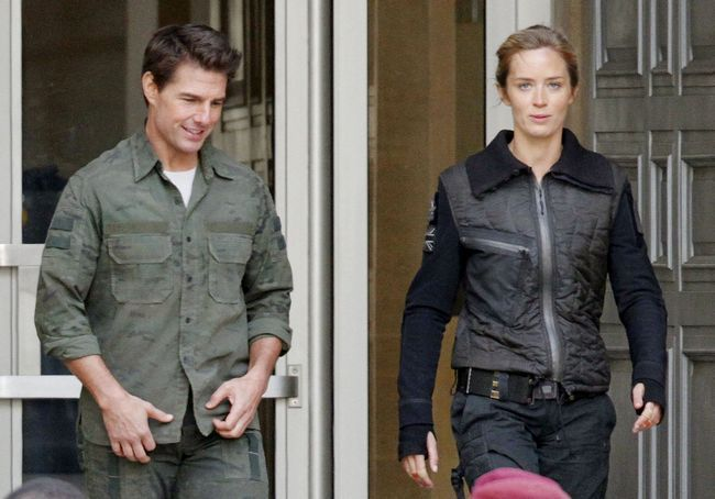 Tom Cruise y Emily Blunt son vistos filmando en su última película de acción de ciencia ficción'All You Need Is Kill' in London